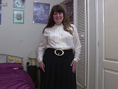 Amateur mature mom with hungry vagina