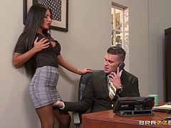 Naughty secretary seduces her boss and gives him a time to remember