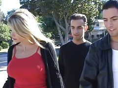 Blond mom from the street in threesome