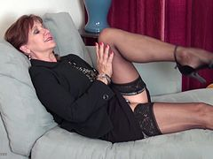 Elegant redheaded mature babe is sexy fucking a dildo