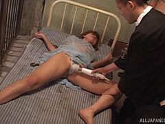 Guys unchain Asza Isshiki from the bed and fuck her