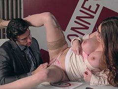 Veronica Vain gets wild on a tasty dick