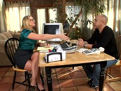 Business meeting is over and Flower Tucci sings on his cock