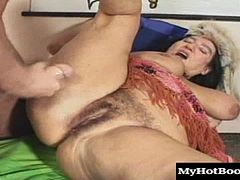 This granny has a soft touch and knows how to give a great blowjob