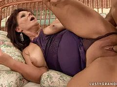 Anna Bellana blows and gets her shaved pussy unforgettably pounded