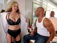Lovely milf Julia Ann in bra experiences taste of big black cock