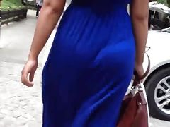 lovely MILFY ass in summer dress