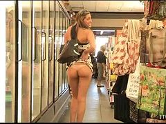 Naughty Brunette Shows Her Sexy Body in Public!