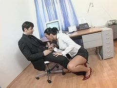 Secretary anal sex stretches out this naughty whore