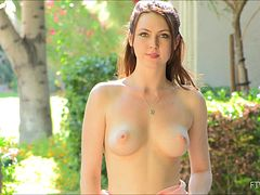 Amazing Meghan Finger Her Shaved Pussy Outdoors In A Solo Model Clip