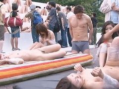 Japanese AV Model and other girls fucked in the park