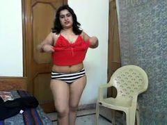 Chunky and horny Indian lady on webcam flashes her body nude