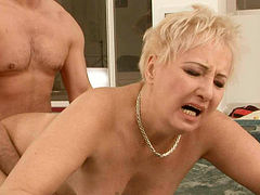 Vast mature BBW gets her bearded vagina pounded hard in Jacuzzi
