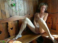Mature woman Vendi is playing with her pussy in the sauna