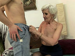 Horny granny gives head and gets her expertly pussy eaten out