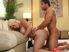 Slutty blonde mommy Alura Jenson banged in doggy style