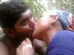 Kinky Indian village girl sucks dick in the bushes