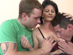 granny Rayna S. gets double penetrated