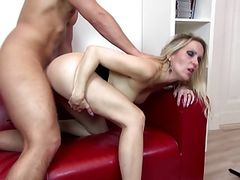 Sexy mature mother suck and fuck young lover