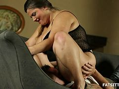 Hot BBW facesitting action from a girl in sexy black lingerie