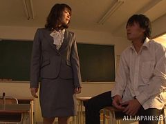 Seductive Japanese milf chick Nao Mizuki loves her cunt nailed