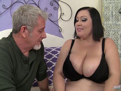 BBW Bunny De La Cruz sucks and fucks