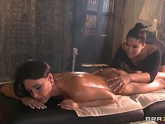 Steaming Hot Lesbians Gets Horny After an Oil Massage