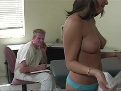 Amateur Babe Gets Nailed And Jizzed By Her Horny Doctor