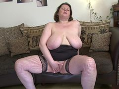 Big hangers are so sexy on this solo masturbating milf babe